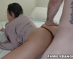 Hot Sexy Auntie Mummy Latina Gets Her Pussy Fucked Hardcore By Her Nephew
