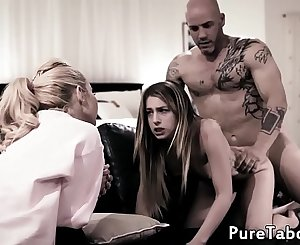 Tiny babe cumming while being drilled